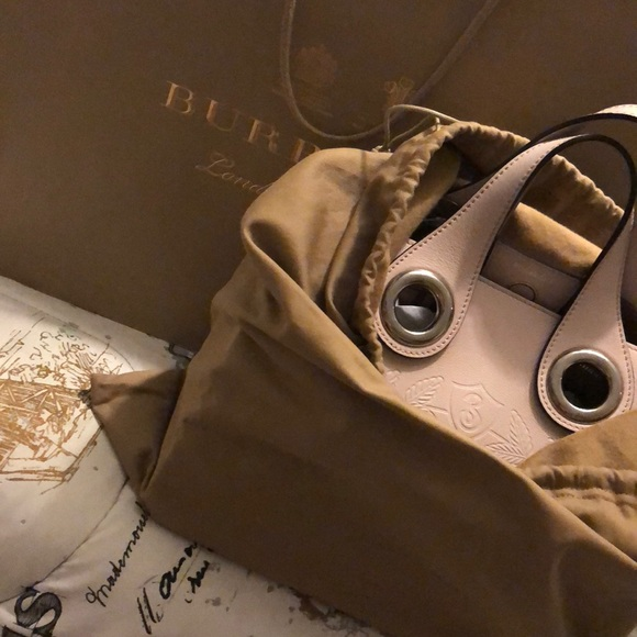 aa4806ce7a33 Burberry The leather Crest Grommet Detail tote